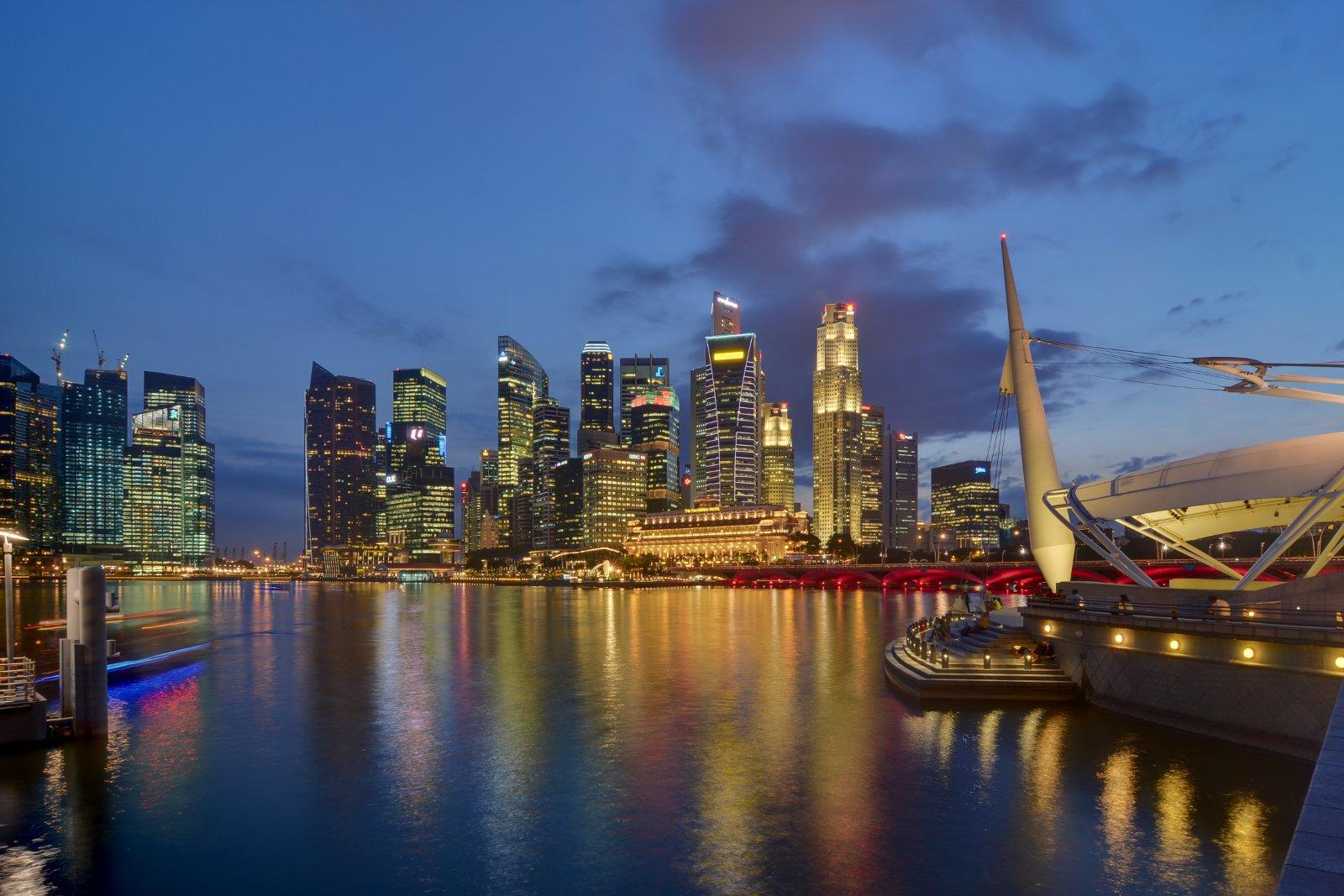 Singapore_CBD_skyline_from_Esplanade_at_dusk